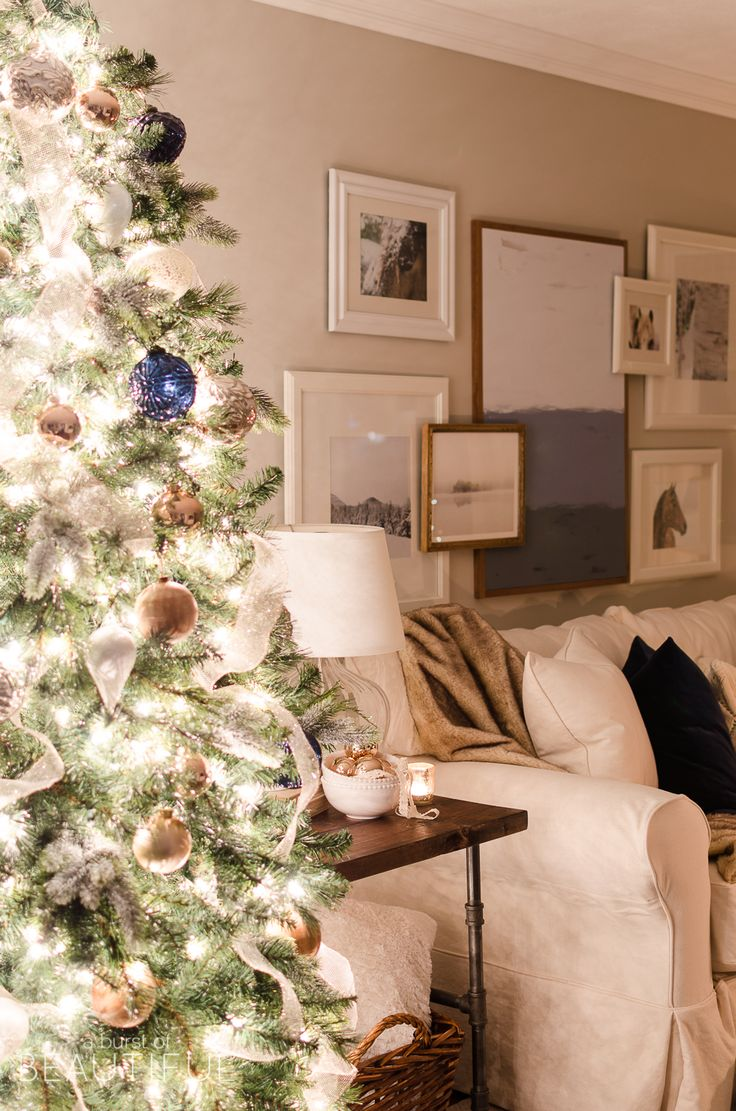 A Modern Farmhouse Is Aglow In This Enchanting Christmas Night Tour