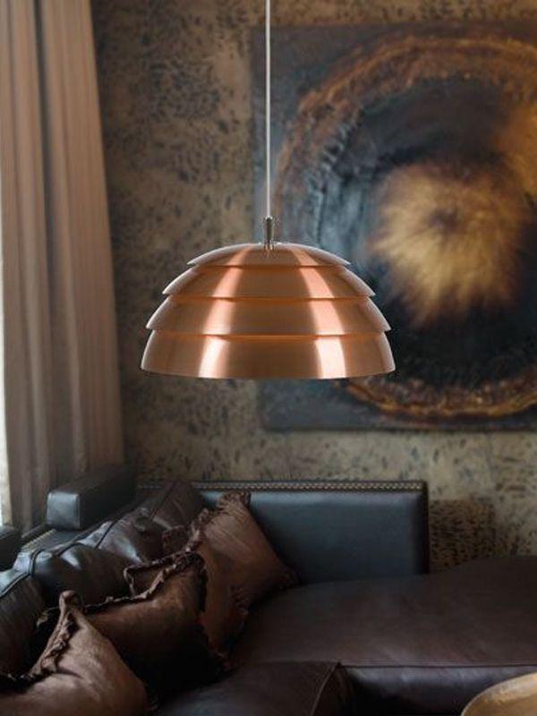 Covetto taklampa från Belid har en snygg design som utmärker sig i rummet.