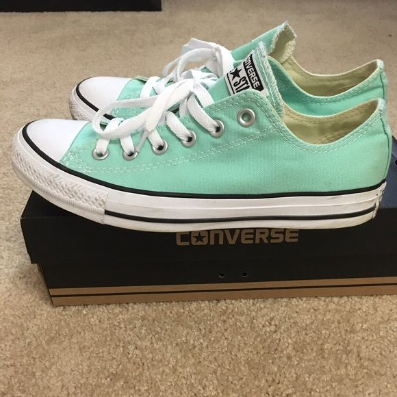 Converse sneaker! Gently worn converse sneakers! Adorable! Converse Shoes Athletic Shoes