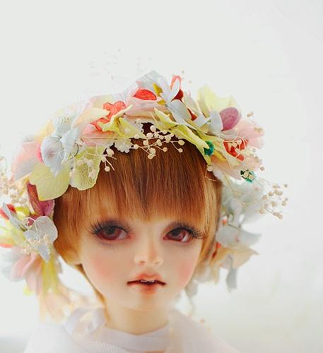 Love the flower crown~