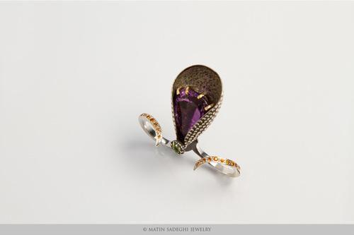 MATIN SADEGHI Oggi vi parlerò di Matin Sadeghi designer del gioiello contemporaneo . Si è laureata nel 2008 presso Teheran Art University e nel 2009 ha lasciato Teheran per Milano dove  nel 2013 ha conseguito un master in Fashion Design presso l'Accademia di Belle Arti di Brera.