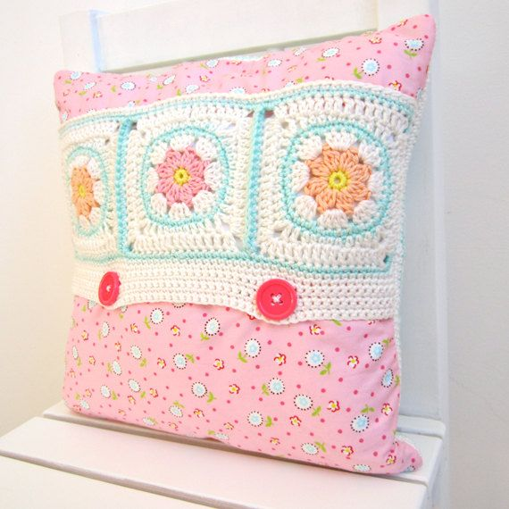 Cushion Cover Tutorial Color 'n Cream | Color 'n Cream #crochetpattern #crochetpillow #crochetcushion