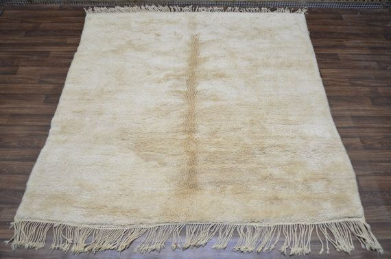 Beni ouarain Rug Solid color, Soft Wool This vintage Beni Ouarain has an unusual interpretation of a traditional Solid Ivory creamy ocean 100%