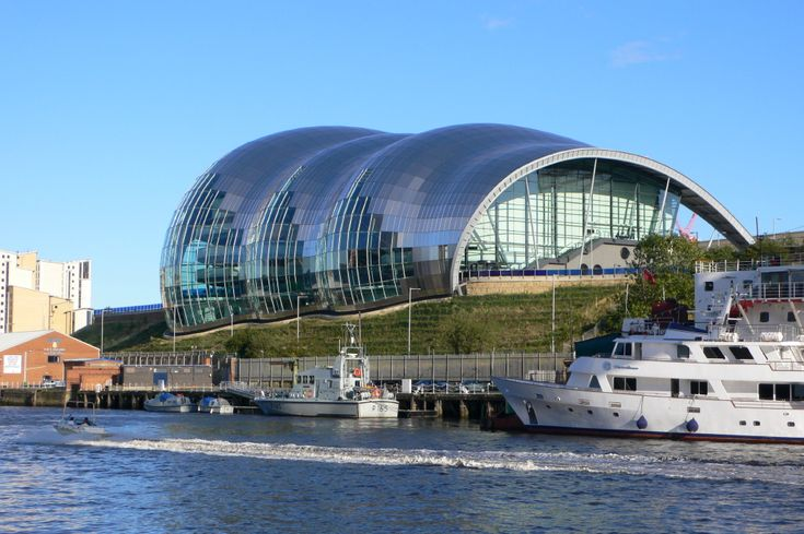 norman robert foster, baron foster of thames bank, om kt. (1935- ), the sage gateshead, 2004. gateshead, uk.  photo Jimfbleak