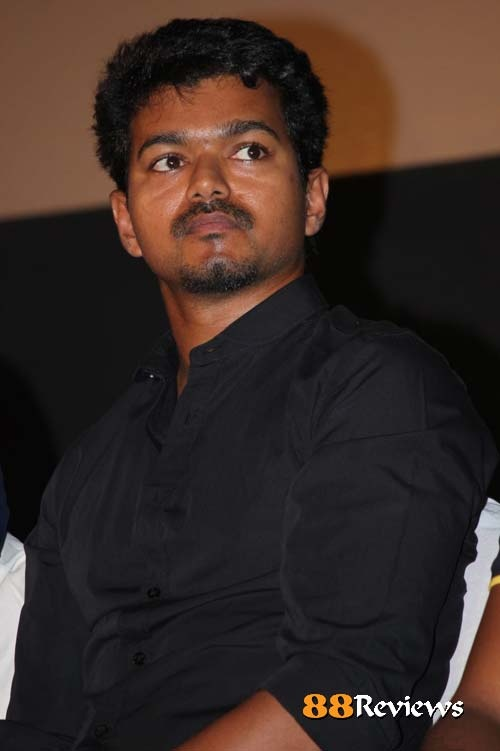 Only recently the buzz about roping in Bollywood heroine for Vijay's film Thuppaki with AR Murugadoss died down after Kajal Agarwal was finalized.