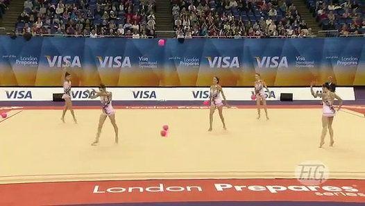 http://buzzfil.net Pour les tests pré-olympiques des J.O. 2012, l'équipe gymnastique rythmique d'Espagne a présenté une puissante performance pour espérer faire partie des quatre meilleures équipes qui seront récompensées. L'Espagne a épaté tout le public avec une très belle chorégraphie qui lui valu la première place. Cependant, la chance ne leur a malheureusement pas souri lors des Jeux Olympiques car ils finissent en quatrième place et sans médaille.