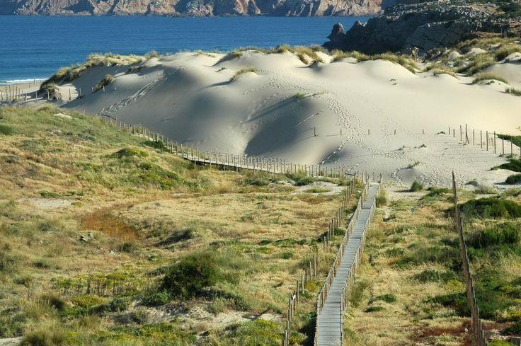 Praia do Guincho  Najlepsze i najpiękniesze plaże wokół Lizbony – mapa + informacje: http://infolizbona.pl/?p=1640 Jak dojechać na plaże w Lizbonie i okolicach [Mapa + aktualne ceny]: http://infolizbona.pl/?p=2712