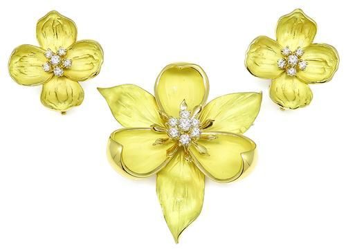 18f3bdf3081d1 Buy Tiffany & Co 1.25ct Diamond Gold Magnolia Pin And Dogwood ...