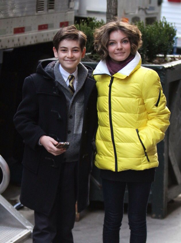 Gotham cast.the prety girl and the handsome boy.