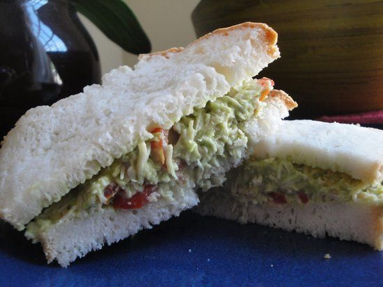 KId friendly sandwiches Avocado and Tomato Chicken Sandwich: My toddler loves avocado and tomato chicken salad sandwiches. Its a great allergy-friendly option since my son cant have egg, dairy, wheat, or nuts. Ive found avocado to be a great replacement for mayo and/or cheese on sandwiches. I also prefer using freshly made chicken, but I used gluten-free canned chicken as a time saver. — Kathryn M. of Mamacado Get Kathryns avocado and tomato chicken sandwich recipe