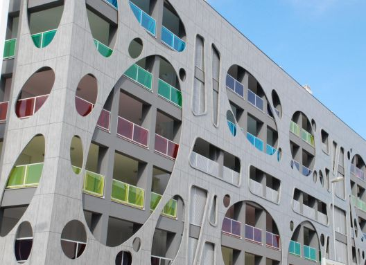 Las placas Trespa® Meteon® son ideales para ser aplicadas en sistemas de fachadas ventiladas innovadoras y funcionales.