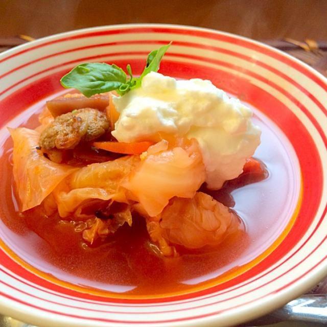 パイ生地探してる際にビーツもトマトも居たので今宵は久々ロシアンに決定✈️ お野菜たっぷり、甘くて美味しい - 68件のもぐもぐ - борщ<Borsh>♨️ボルシチ  (代表的ロシアスープ) by honeybunnyb
