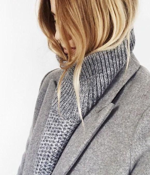 Total look gris avec un pull col cheminée en maille torsadée : http://ptilien.fr/W6R1