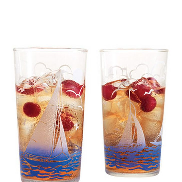 Cape Codder Recipe Beverages with cranberry juice, vodka, fresh lime juice, ice, cranberries
