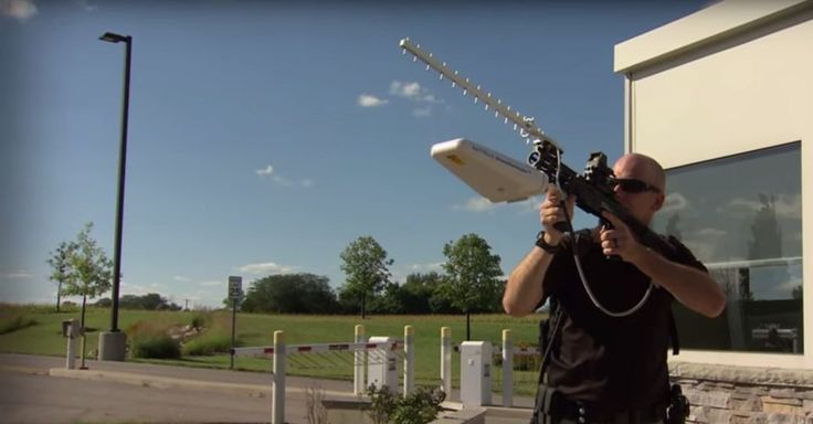 This shoulder mounted device shoots drones with radio waves until they lose signal and come down.