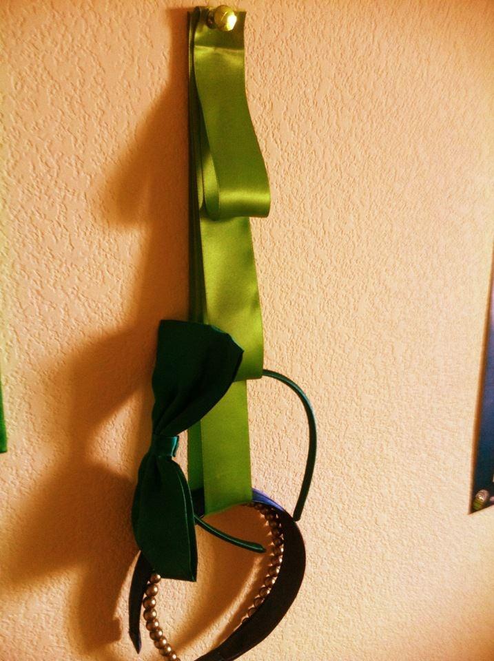 ribbon headband organizer. great for little girls !