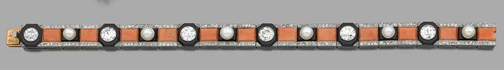 Lot : BOUCHERON - Ravissant bracelet ART DECO en ruban de platine... | Dans la vente Bijoux de Prestige - 1ère Vacation à Hôtel des Ventes d...