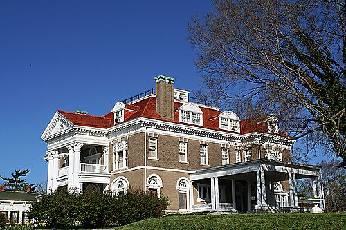 Rockcliff Mansion, Hannibal, MO coolest mansion I've been in! Original everything intact!