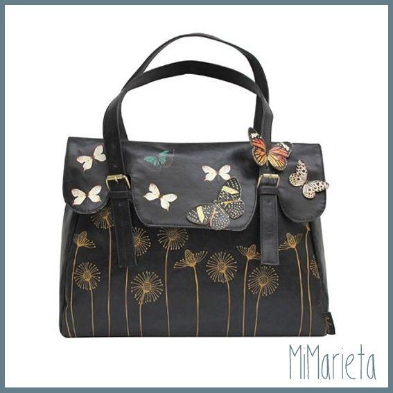 Bolso de la colección Bohemia, interior forrado de algodón con estampado de mariposas.Bolsillo exterior con cremallera y cierre de solapa con clip. Medidas: 44 x 34 x 10 cm.