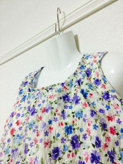ボコボコした表面のリップルプリント花柄コットン100%一枚布から作ったたっぷりサイズのノースリーブブラウスが完成しました!ざっくり着るのもよし、ベルトで締めて...|ハンドメイド、手作り、手仕事品の通販・販売・購入ならCreema。