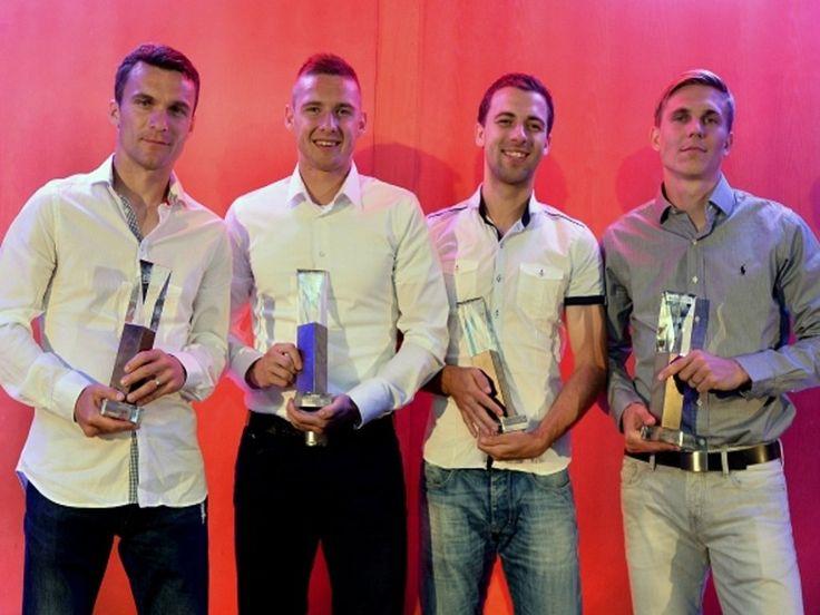 Vítězové anket Gambrinus ligy v rámci vyhlášení Zlatého míče (zleva) nejlepší útočník David Lafata, obránce Pavel Kadeřábek, záložník Josef Hušbauer a Bořek Dočkal, který získal cenu pro nejkreativnějšího hráče.