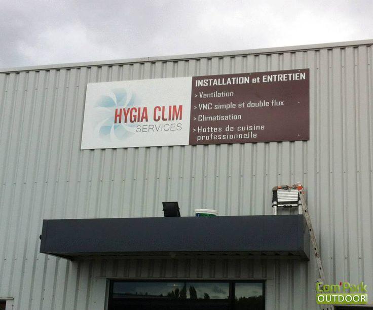 Pose de la nouvelle enseigne 4m*1.20m de Hygia Clim Services à Gandrange, société spécialisée dans l'installation et l'entretien de climatisations, ventilations, VMC et hottes de cuisines professionnelles.