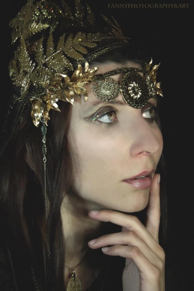 #Golden #Headdress by Cristina Biella (www.facebook.com/ElanorSoulCreativity) #headpiece #crown #elanorlightart - photo by Francesca Paiocchi (www.facebook.com/FannyPhotographyAndArt) - model Stefania Paridi