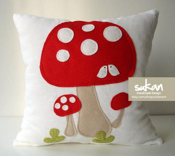 Sukan / Mushrooms White Linen Pillow Cover