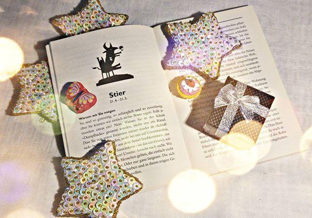 Heute beginnt das Sternzeichen Stier. Wenn es ein Sternzeichen gibt, mit dem ich mich sehr gut verstehe, obwohl ich es eigentlich nicht sollte, so sind es die Stiere. (Ich bin Wassermann) Das Buch auf dem Foto kann ich euch sehr empfehlen, denn es hat uns schon oft zum lachen gebracht. 'Böse Sterne' von Dietmar Bittrich.  #Stier #Sternzeichen #Astrology #Horoskop #Geburtstag