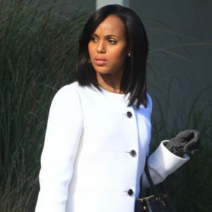 Kerry Washington is a great actor. But she's being stretched by over-acting we're guessing. Shonda Rhymes should write less Grey's-Anatomy-style type of scripts. Check out more pictures of Kerry filming Scandal in the gallery below.