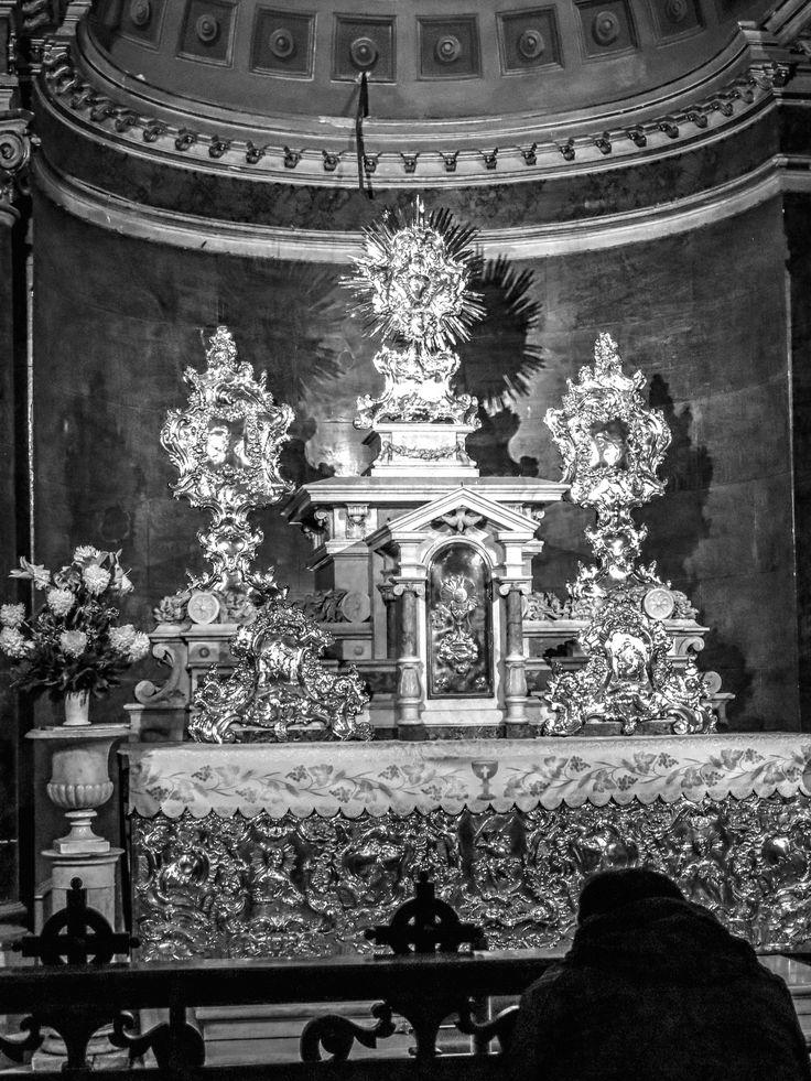rezando, catedral de Santiago