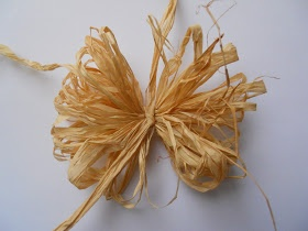 Drea's Scraps of Inspiration: Raffia Flower Tutorial