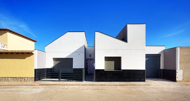 Дом в хайтек стиле в Толедо, Испания по проекту студии OOIIO Arquitectura http://archiq.ru/dom-v-hajtek-stile-v-toledo-ispaniya-po-proektu-studii-ooiio-arquitectura/