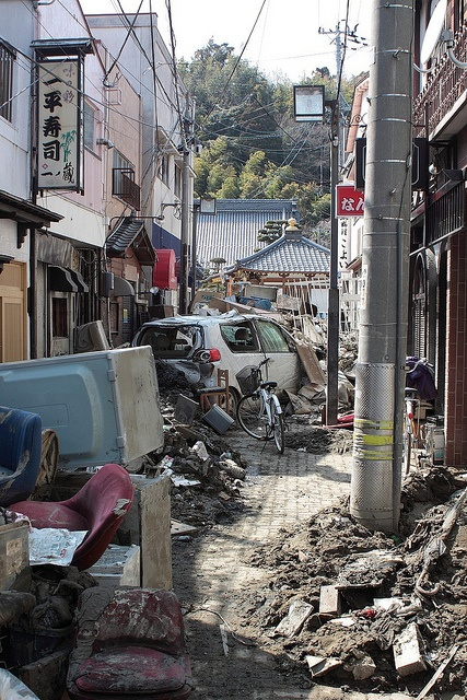 japan tsunami reaction After an earthquake and tsunami rocked japan in 2011, the fukushima daiichi  nuclear plant quickly became a disaster of its own.