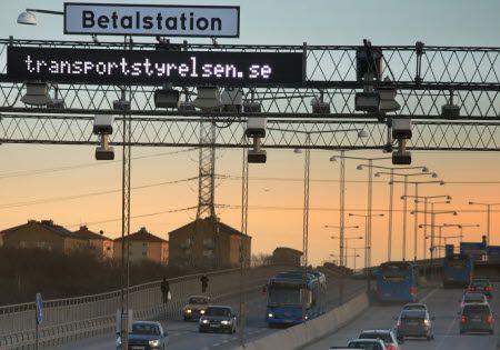 Das war's mit kostenlos in Stockholm und Göteborg rumdüsen mit dem eigenen Auto. Bis jetzt wurden Touristen von der sogenannten Staugebühr verschont, ab diesem Jahr werden alle Autofahrer zur Kasse gebeten. Aber was steckt da genau dahinter? Die Staugebühren wurden eingeführt, um in der Stockholmer Innenstadt und auf den Straßen um Göteborg den Verkehrsfluss zu verbessern und die Umweltbelastung zu reduzieren. Bei der Brückenmaut handelt es ich um so genannte Infrastrukturabgaben, d. h. die…