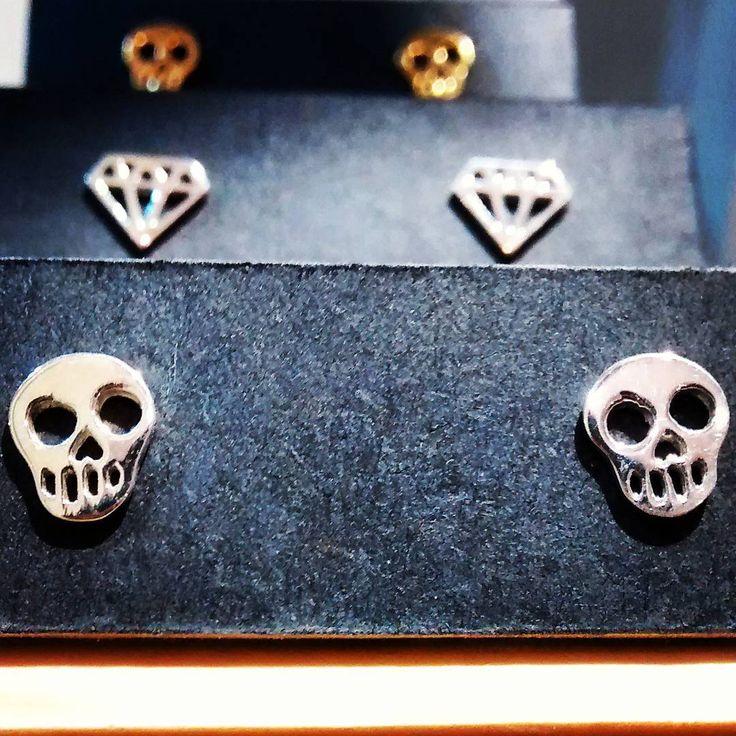 "#diamonds & #skulls #silver #gold #zachjoyas  @zachjoyas_co @tiendavesttigio"""