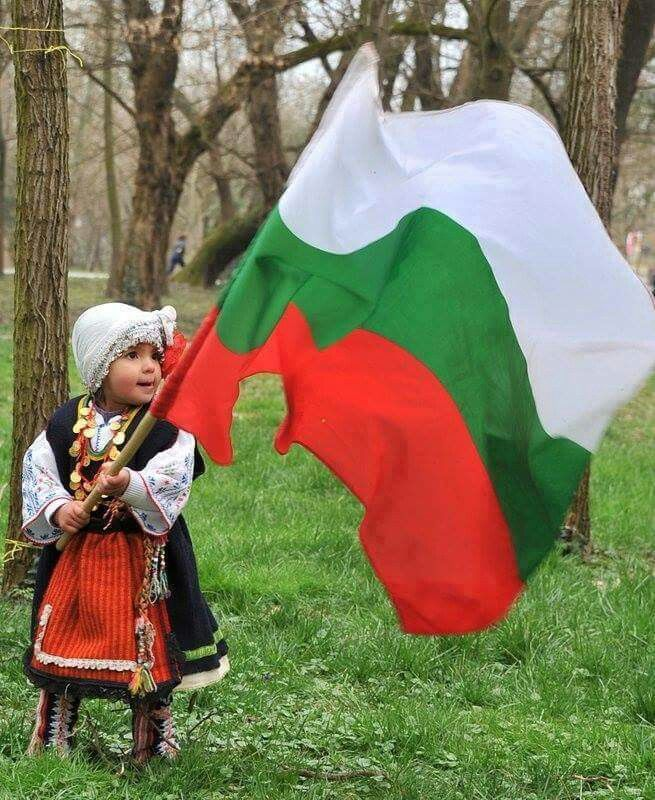 child with Bulgarian flag