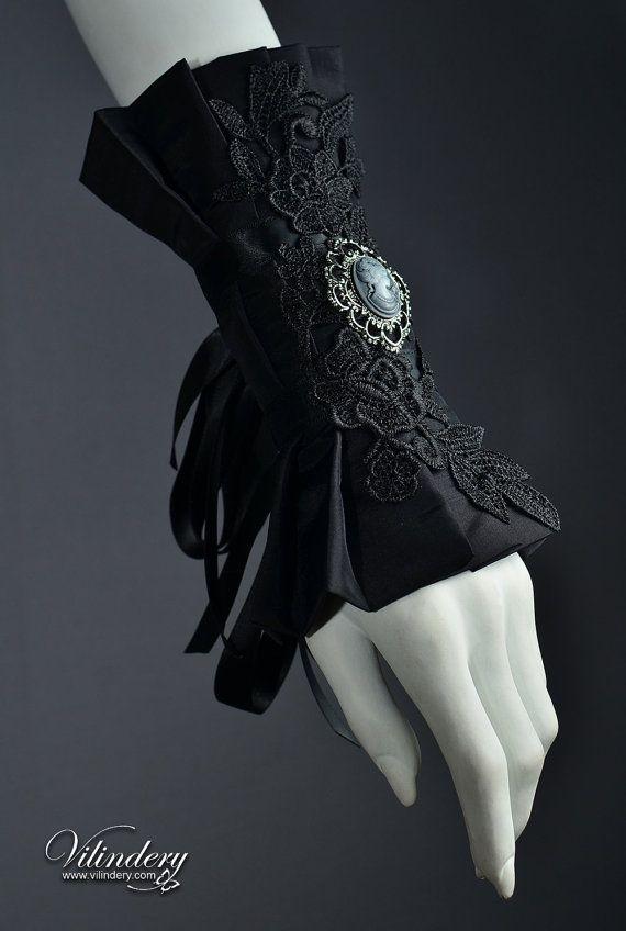Extravagant Cuff with Lady Cameo – Dark Fashion, E…