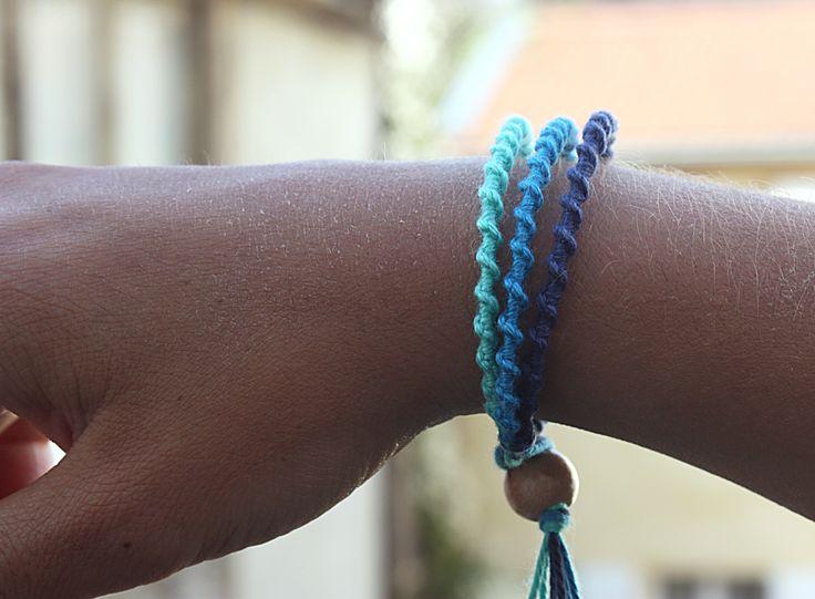 Bracelet fait main nuance de bleus de fils de coton noués : Bracelet par filteplait