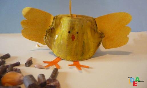 Il pulcino Pio realizzato con la scatola di carta delle uova