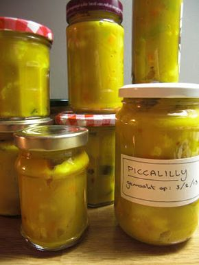 Het mini-project van dit weekend: piccalilly.  Aan de hand van een recept van Ricardo, een zwaar getatoeëerde sterrenchef  met schotelt...