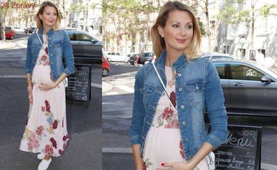 Styl podle celebrit: Okoukejte rozkvetlé šaty Sandry Parmové