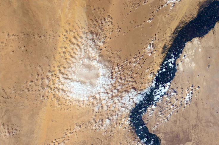 Love this cloud formation along the Nile in #Egypt. /(IT) Fantastiche nuvole lungo il Nilo in Egitto.#HelloEarth