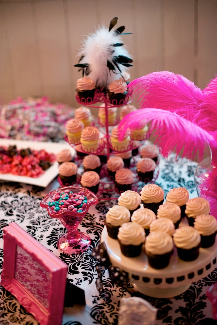 One of regular customers celebrated her wedding with our sweet treats! Photos taken by Leydon Photography