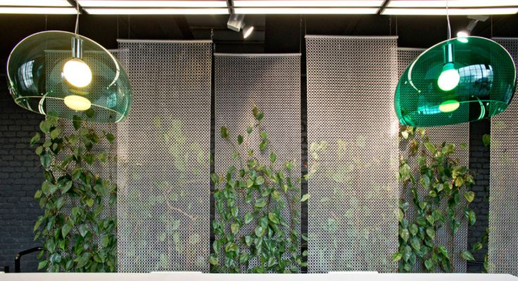Kaynemaile seamless mesh. Green wall.
