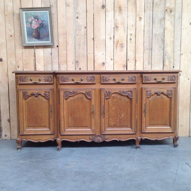 bahut bas louis XV quatre portes quatre tiroirs finement sculptées . XX siècle .