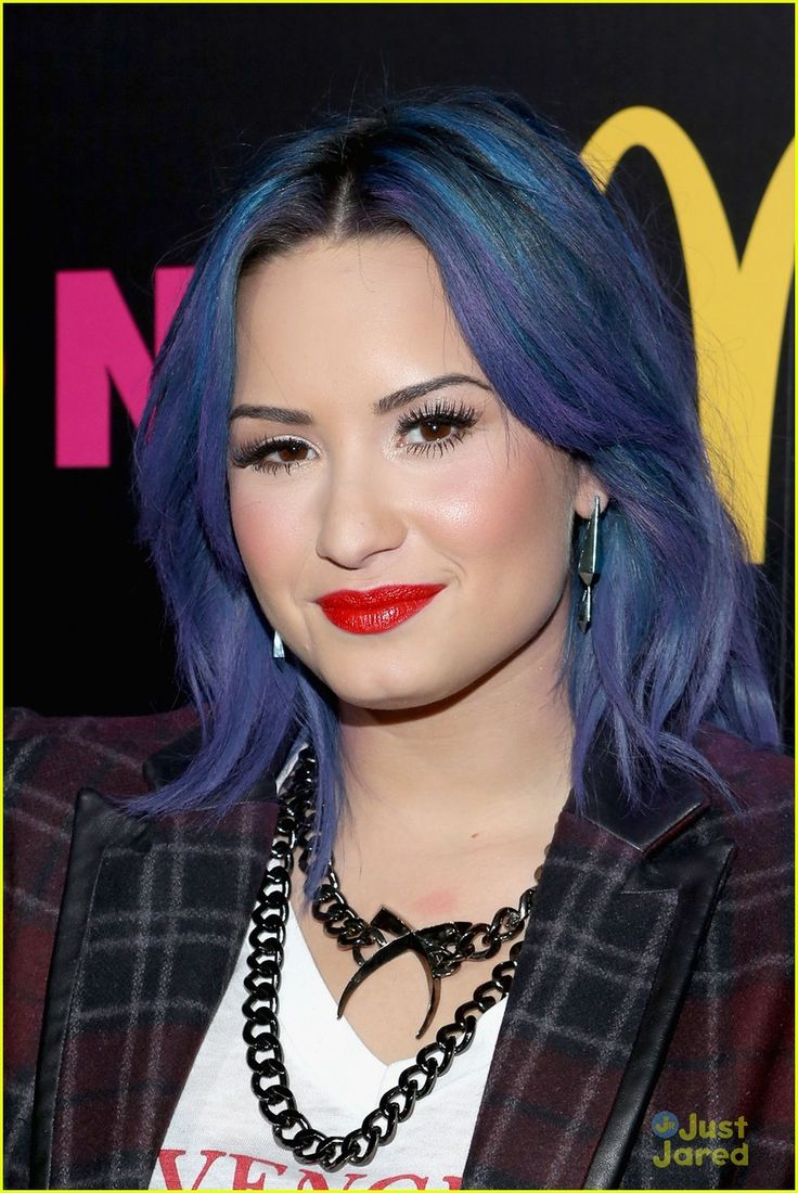 Katie lowes long wavy casual hairstyle thehairstyler com - Demi Lovato Nylon December Issue Party Demi Lovato Nylon Magazine Party 10