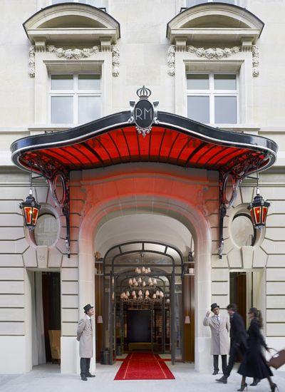 VOGUE lifestyle | travel | 憧れのパリで、フィリップ・スタルクが手がけた最高の「パラス」に泊まる。 | 1