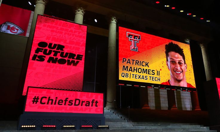 "Patrick Mahomes will benefit from backing up Alex Smith = Life in the NFL isn't as easy as Kansas City Chiefs rookie quarterback Patrick Mahomes thought it would be. The fat bank account and celebrity status comes with more responsibilities than he was accustomed to while playing behind center at Texas Tech. ""It's definitely….."