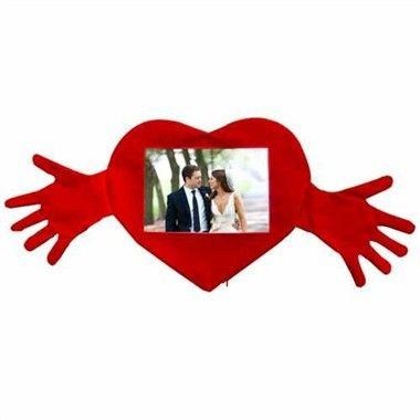 Romantik Kalpli Kollu Yastık http://www.hediyepaketim.com/?urun-27456-romantik-kalpli-kollu-yastik